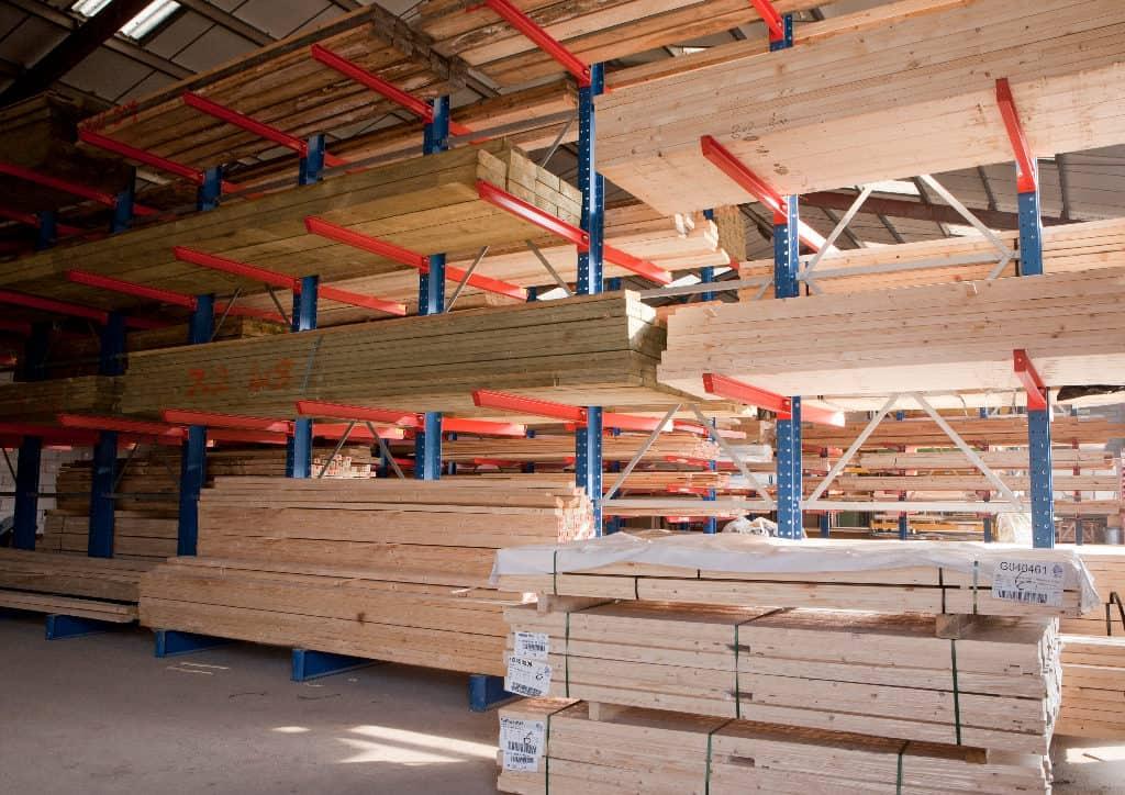 suchy magazyn drewna